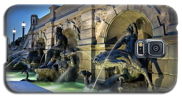 Galaxy S5 Case featuring the photograph Neptune Fountain by Greg Mimbs