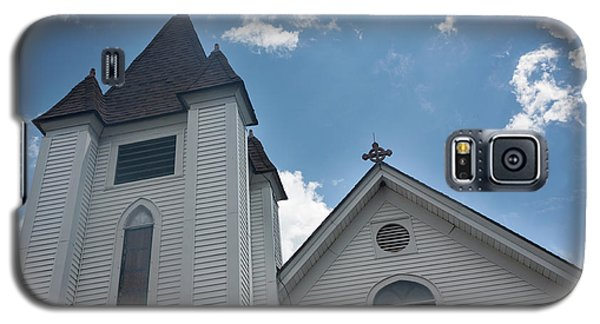 Galaxy S5 Case featuring the photograph New England Church by Suzanne Gaff