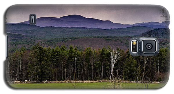 Galaxy S5 Case featuring the photograph New England Spring In Oil by Mark Myhaver