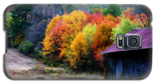 Galaxy S5 Case featuring the photograph New England Tobacco Barn In Autumn by Smilin Eyes  Treasures