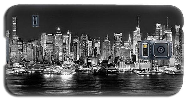 Broadway Galaxy S5 Case - New York City Nyc Skyline Midtown Manhattan At Night Black And White by Jon Holiday