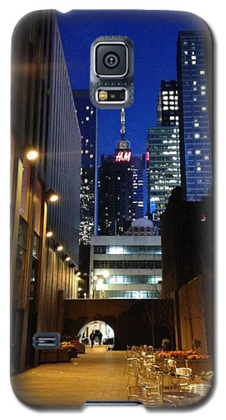 Galaxy S5 Case featuring the photograph New York Night by Helen Haw