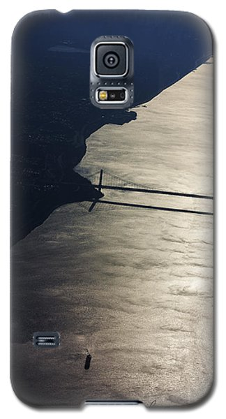 Galaxy S5 Case featuring the photograph New York's East River by Carl Purcell