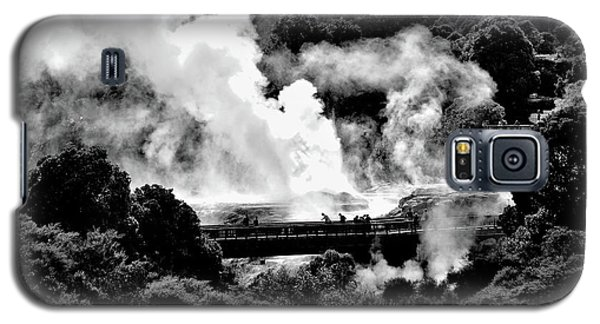 New Zealand - Figures Against Hot-steam - Black And White Galaxy S5 Case