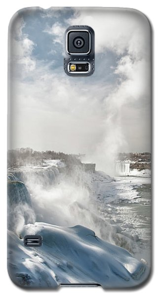 Galaxy S5 Case featuring the photograph Niagara Falls 4601 by Guy Whiteley