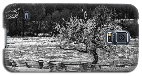 Galaxy S5 Case featuring the photograph Niagara Falls Ice 4514 by Guy Whiteley
