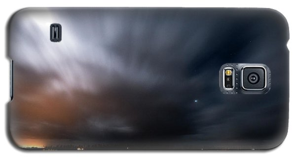Galaxy S5 Case featuring the photograph Night In Iceland by Dubi Roman