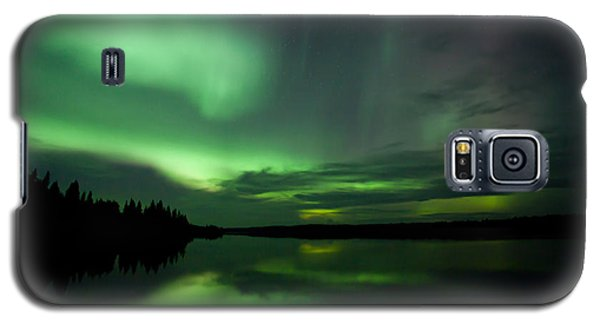 Galaxy S5 Case featuring the photograph Night Show by Yvette Van Teeffelen