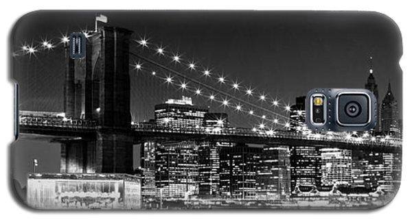 Night Skyline Manhattan Brooklyn Bridge Bw Galaxy S5 Case by Melanie Viola