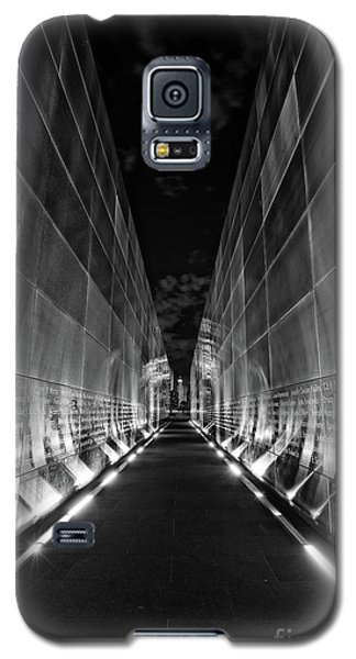 Night Time At Empty Sky Memorial Galaxy S5 Case
