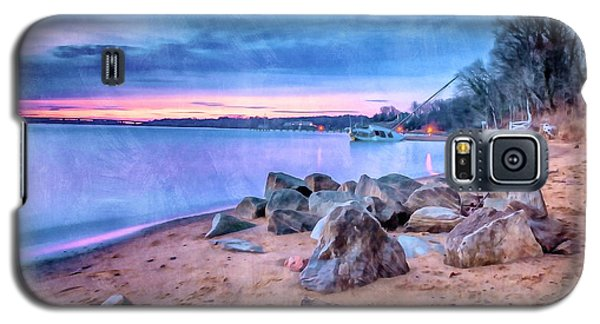 Galaxy S5 Case featuring the photograph No Escape by Edward Kreis