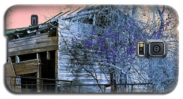 Galaxy S5 Case featuring the photograph No Ordinary Barn by Betty Northcutt