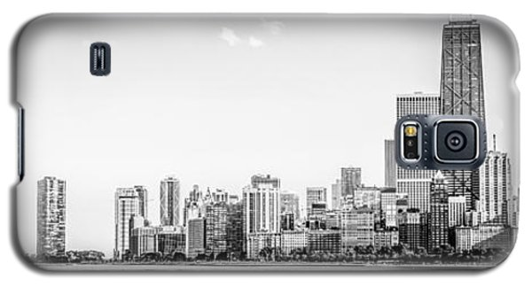 Hancock Building Galaxy S5 Case - North Chicago Skyline Panorama In Black And White by Paul Velgos