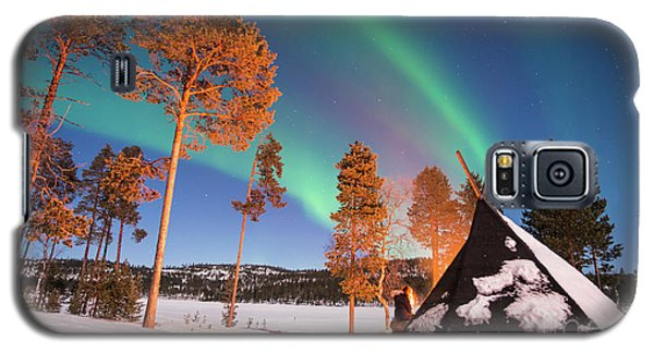 Galaxy S5 Case featuring the photograph Northern Lights By The Lake by Delphimages Photo Creations