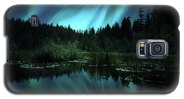 Northern Lights Over Lily Pond Galaxy S5 Case