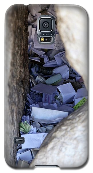 Notes In The Wailing Wall  Galaxy S5 Case by Yoel Koskas