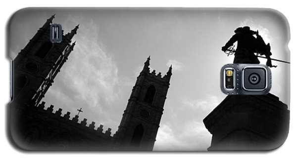 Galaxy S5 Case featuring the photograph Notre Dame Silhouette by Valentino Visentini