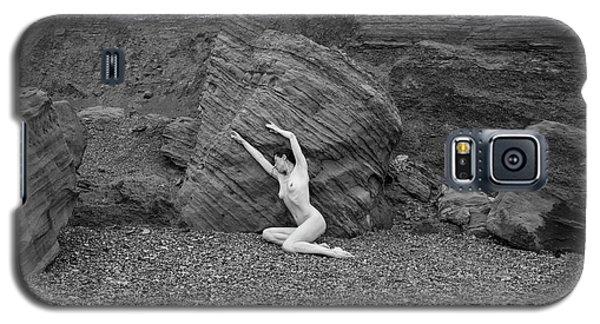Nude Woman Pulling Shape By Rocks Galaxy S5 Case