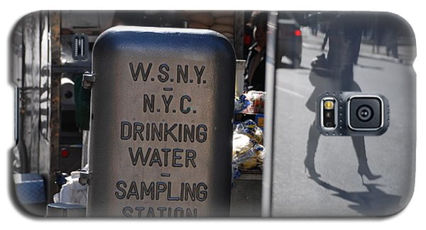 Galaxy S5 Case featuring the photograph Nyc Drinking Water by Rob Hans