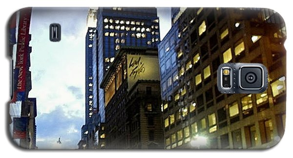 Galaxy S5 Case featuring the photograph Nyc Fifth Ave by Vannetta Ferguson