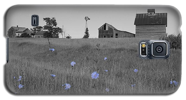 Galaxy S5 Case featuring the photograph Odell Farm Iv by Dylan Punke