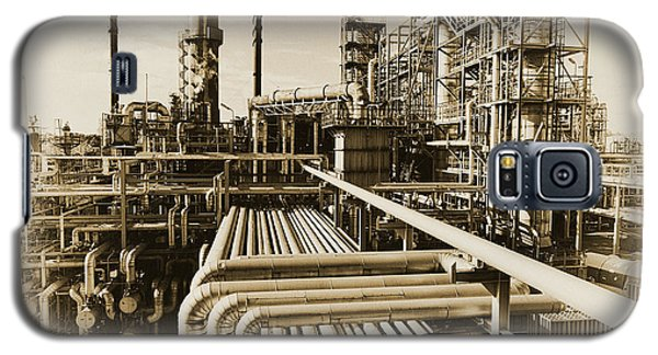 Oil Refinery In Old Vintage Processing Concept Galaxy S5 Case