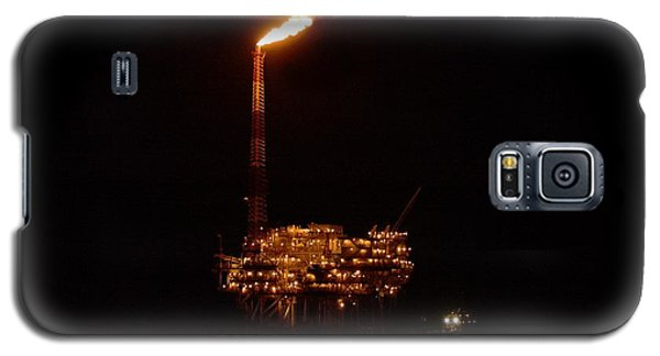 Galaxy S5 Case featuring the photograph Oil Rig At Night by Bradford Martin