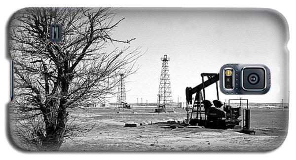 Oklahoma Oil Field Galaxy S5 Case by Larry Keahey