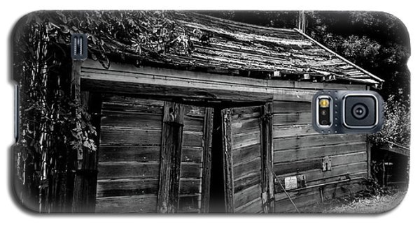 Old Abandoned Shed Fort Ross In Black And White Galaxy S5 Case