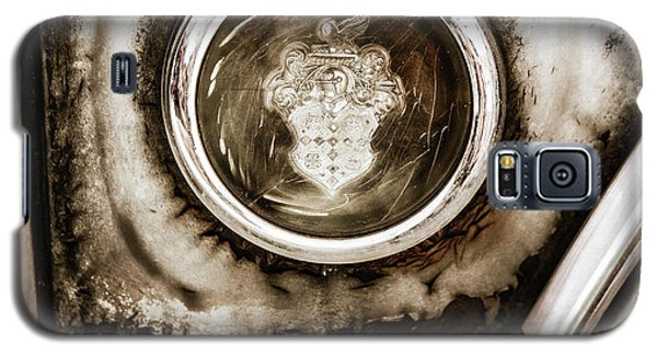 Galaxy S5 Case featuring the photograph Old And Worn Packard Emblem by Marilyn Hunt