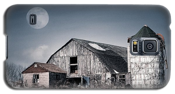 Old Barn And Winter Moon - Snowy Rustic Landscape Galaxy S5 Case