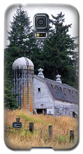 Old Barn In Field Galaxy S5 Case by Athena Mckinzie