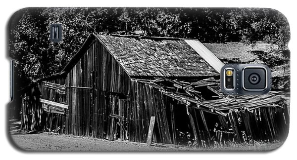 Old Barn River Road Sonoma County Black And White Galaxy S5 Case