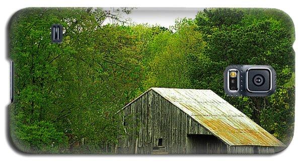 Old Barn V Galaxy S5 Case by Emanuel Tanjala