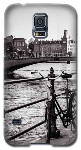 Old Bicycle In Central Stockholm Galaxy S5 Case