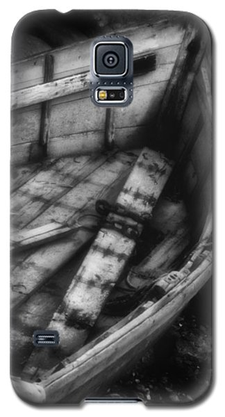 Old Boat Stonington Maine Black And White Galaxy S5 Case