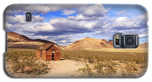 Galaxy S5 Case featuring the photograph Old Cabin At Rhyolite by James Eddy