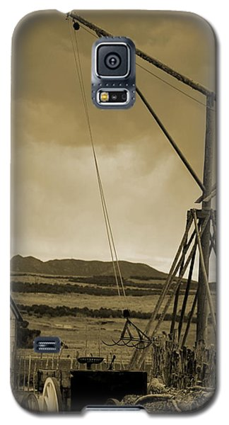 Old Crane And Shed Utah Countryside In Sepia Galaxy S5 Case
