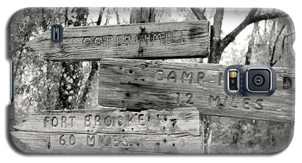 Galaxy S5 Case featuring the photograph Old Directional Signs At Fort Cooper  by Debra Forand