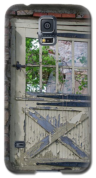 Galaxy S5 Case featuring the photograph Old Door From Bridgetown Millhouse Bucks County Pa by Bill Cannon