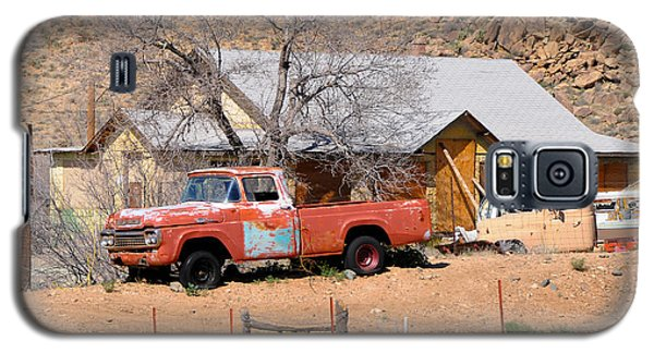 Old Farm Trucks Along Route 66 Galaxy S5 Case