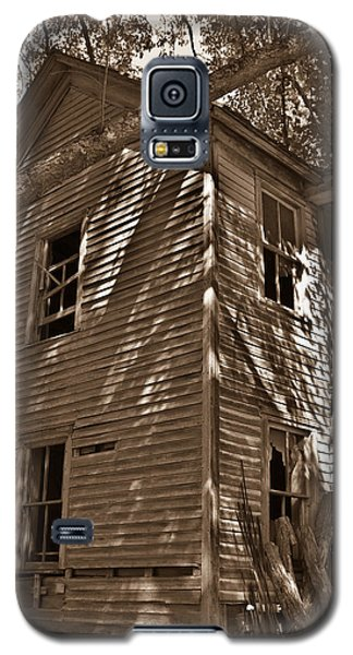 Old Farmhouse In Summertime Galaxy S5 Case