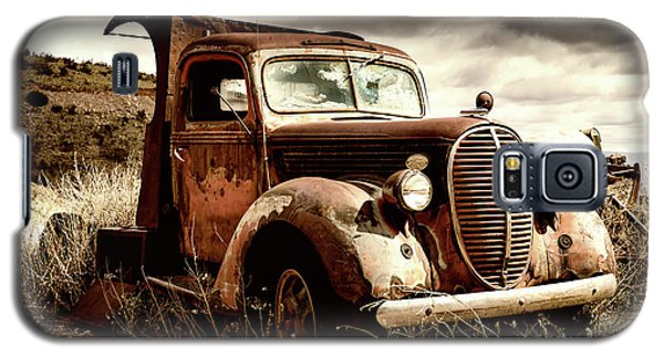Old Ford Truck In Desert Galaxy S5 Case