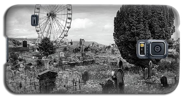 Old Glenarm Cemetery And Big Wheel Bw Galaxy S5 Case by RicardMN Photography