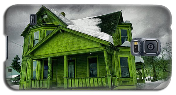 Galaxy S5 Case featuring the photograph Old House In Roslyn Washington by Jeff Swan