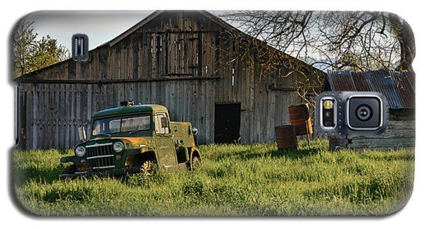 Old Jeep, Old Barn Galaxy S5 Case