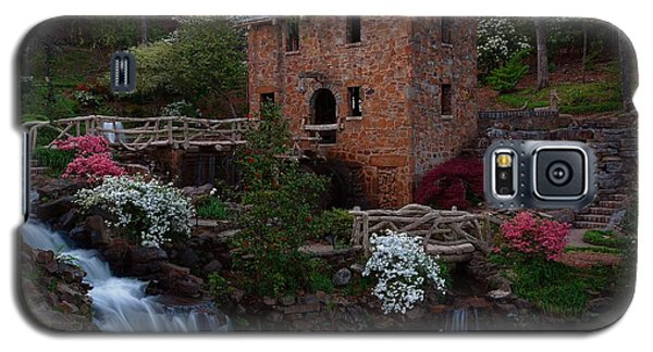 Galaxy S5 Case featuring the photograph Old Mill by Renee Hardison