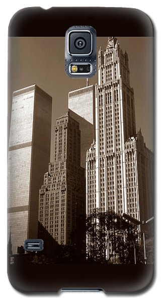 Old New York Photo - Woolworth Building And World Trade Center Galaxy S5 Case