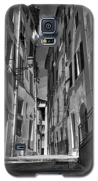 Galaxy S5 Case featuring the photograph Old Nice - Vieille Ville 001 Bw by Lance Vaughn