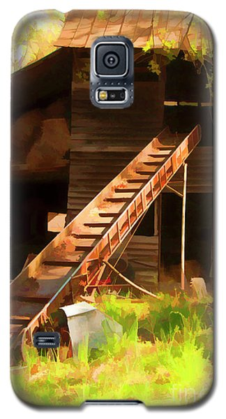 Old North Carolina Barn And Rusty Equipment   Galaxy S5 Case by Wilma Birdwell